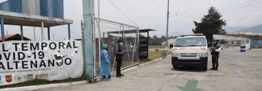 Los primeros dos pacientes con covid-19 del hospital temporal de Quetzaltenango se recuperaron y egresaron el viernes 8 de mayo. (Foto Prensa Libre: María Longo)