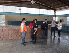 Alcaldes de Quiché decidirán a quién le entregan la ayuda enviada por la iniciativa privada a través del gobierno de Alejandro Giammattei por la emergencia de coronavirus, (Foto Prensa Libre: Héctor Cordero)