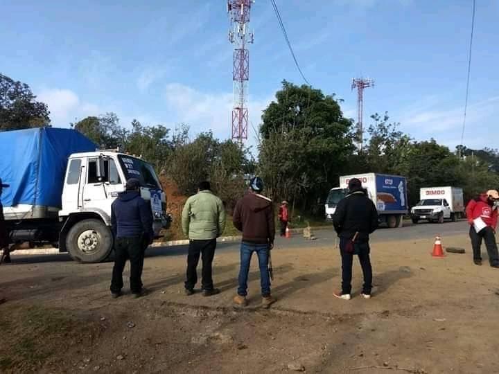 Mantienen bloqueo a camiones repartidores en Quiché y las aglomeraciones continúan en la cabecera