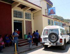 Autoridades de Salud analizan el cierre del Hospital Distrital de San Pedro Necta, Huehuetenango, luego de confirmarse que una enfermera dio positivo a covid-19. (Foto Prensa Libre: Mike Castillo)