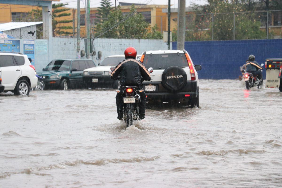 Fuertes lluvias inundan casas en Santa Cruz del Quiché