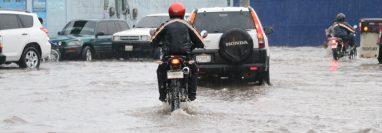 Fuertes lluvias inundan calles y casas en Santa Cruz del Quiché. (Foto Prensa Libre: Héctor Cordero)
