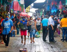 Diputados Luis Galindo y Rubén Barrios confirman 26 casos de covid 19 en Retalhuleu. (Foto Prensa Libre: Rolando Miranda)