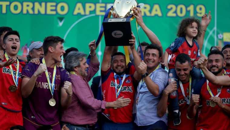 Los escarlatas podrán defender la corona hasta diciembre, cuando finalice el torneo Apertura 2020. (Foto Prensa Libre: Carlos Vicente)