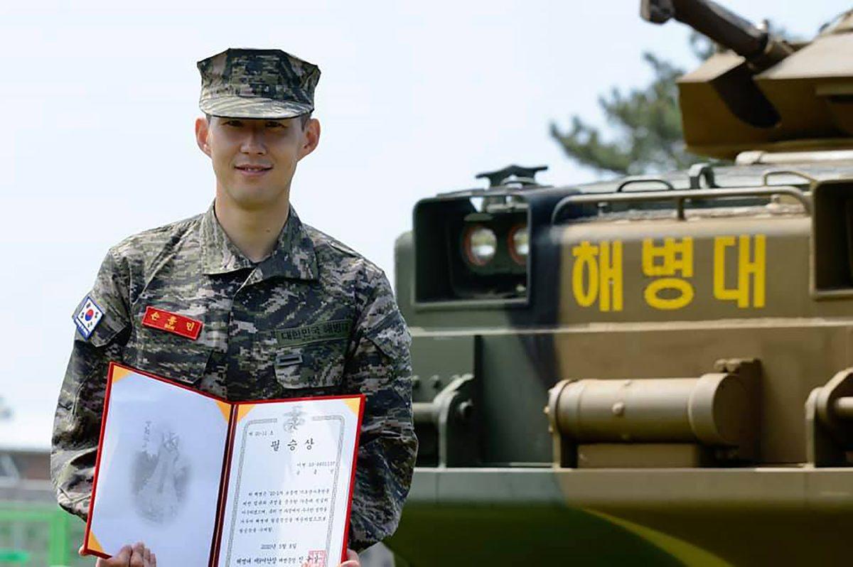 Heung-Min Son termina con honores su formación militar en Corea del Sur
