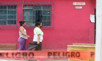 En Santa Catarina Pinula dos ‡reas del centro del municipio quedaron con ingreso restringido debido a que se confirmaron tres casos de coronavirus. Agentes de la Polic'a Municipal resguardan el ingreso y egreso de esos sitios y desinfectan con alcohol a los vecinos.