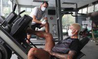 El jugador de Comunicaciones alterna los trabajos en la clínica, el terreno de juego y el gimnasio. (Foto Prensa Libre: Cortesía Comunicaciones)