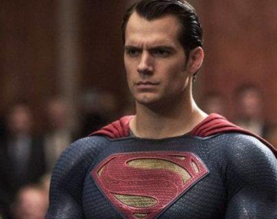 Al parecer, DC está trabajando en proyectos en los que Henry Cavill volverá a portar el traje de Superman. (Foto Prensa Libre: Forbes).