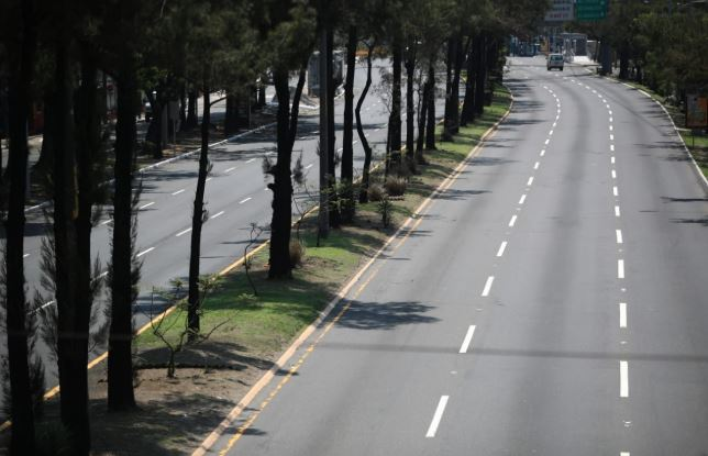 El Anillo Periférico en la capital luce vacío. (Foto Prensa Libre: Carlos Hernández).