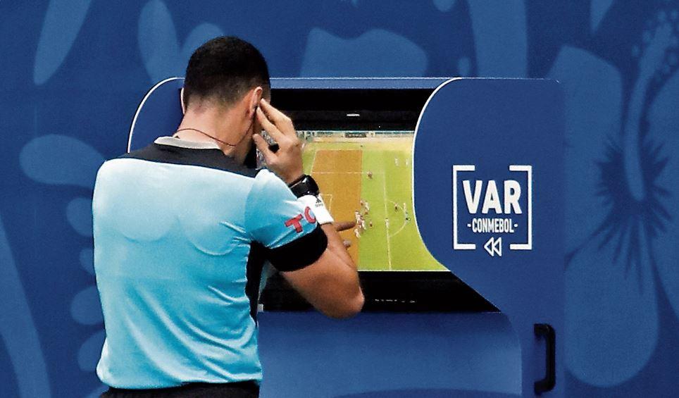FIFA reflexiona sobre un VAR simplificado que sea más accesible y pueda ser desplegado a gran escala