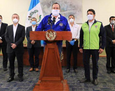El presidente Giammattei anunció la primera fase para reabrir comercios en el país. Foto Prensa Libre: Gobierno de Guatemala
