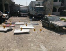 Los investigadores rotularon las piezas incautadas durante los tres allanamientos. (Foto Prensa Libre: cortesía PNC)