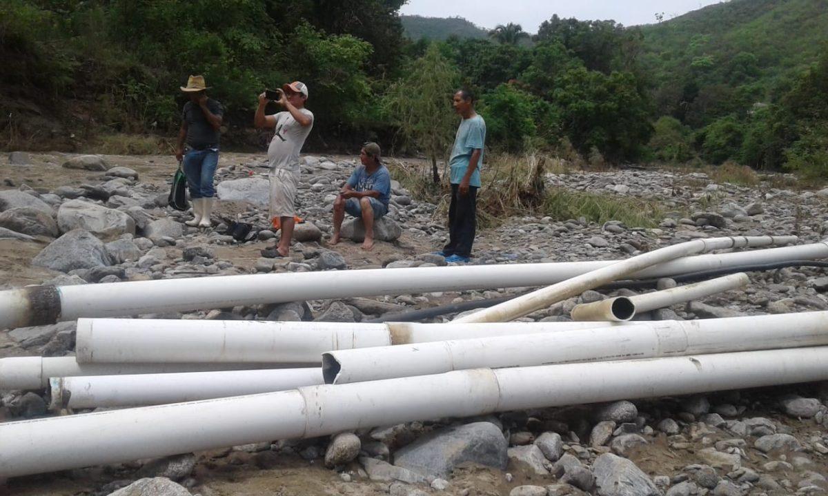 Vecinos de tres comunidades se quedan sin agua entubada a causa de la lluvia