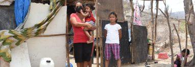 Evanelia Gutiérrez y su familia viven en una casa de lámina y madera en el caserío El Mirador, Zacapa. (Foto Prensa Libre: Wilder López)