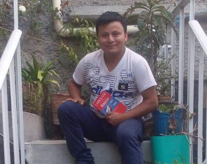 Pedro Perebal continúa estudiando más idiomas y aspira hablar 50. (Foto Prensa Libre: Cortesía).