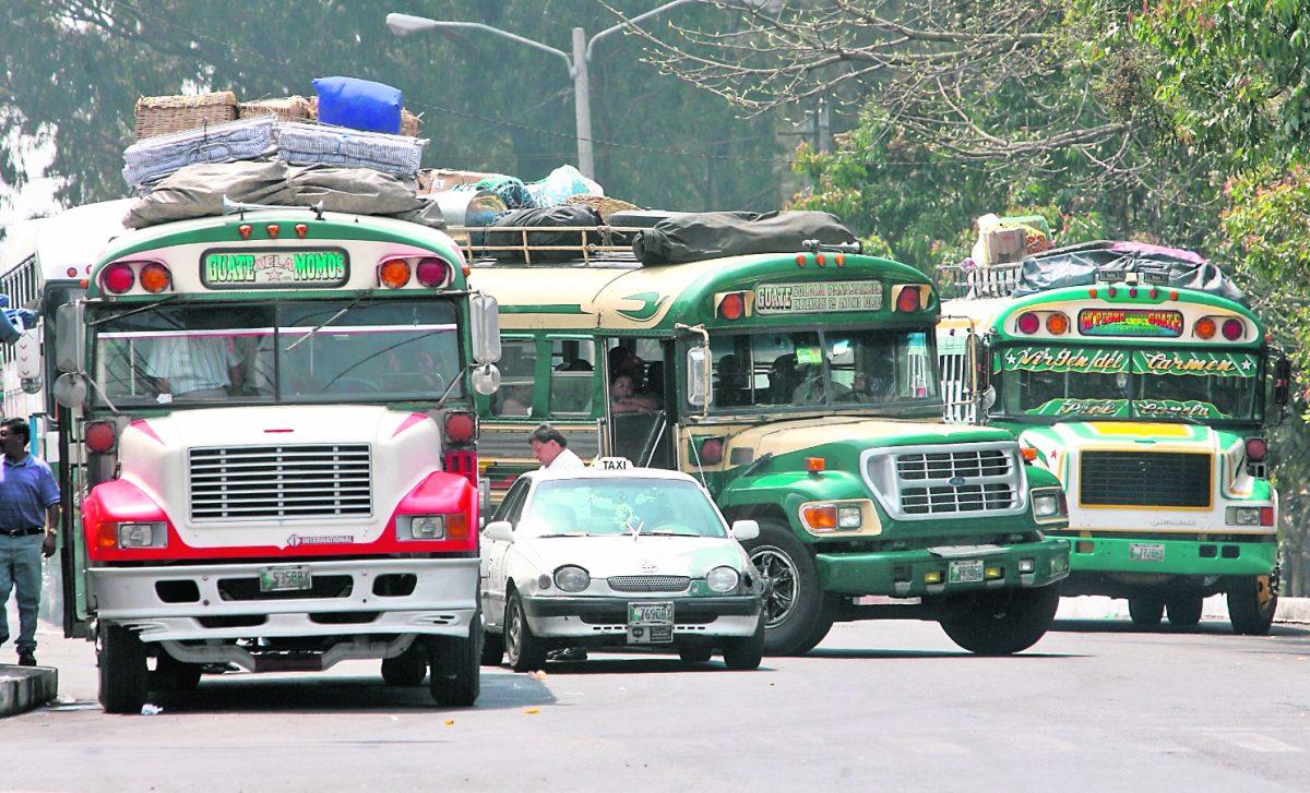 Aprueban protocolos para el uso del transporte público de pasajeros