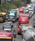 Las empresas deben tramitar permisos para permitir la circulación del personal. (Foto Prensa Libre: Érick Ávila)