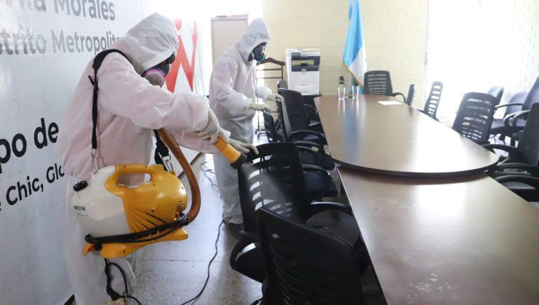 Desinfectan edificios del Congreso para evitar contagios de covid-19. Foto: Congreso