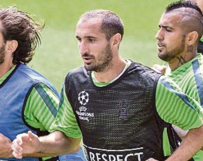 Chiellini y Vidal jugaron juntos en la Vecchia Signora. (Foto Prensa Libre: Hemeroteca PL)