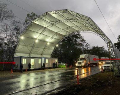 En Pajapita, San Marcos se instaló el primer puesto de control interinstitucional para combatir el contrabando en la cual participan delegados de varias instituciones. (Foto Prensa Libre: Cortesía SAT)