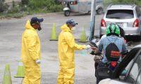Puesto sanitario para vehículos y peatones en Alotenango, Sacatepéquez. (Foto Prensa Libre: Érick Ávila)