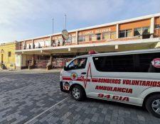 En Quetzaltenango, 12 elementos de la Quinta Estación de los Bomberos Voluntarios permanecieron en cuarentena luego de haber efectuado un servicio a una persona que dio positivo de covid-19 y falleció. (Foto Prensa Libre: CBV)