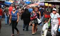 Los expertos recomendaron a la población respetar el confinamiento, el distanciamiento social, el uso de la mascarilla y el lavado de manos ya que se aproxima una secuencia de casos.  (Foto Prensa Libre: Hemeroteca)