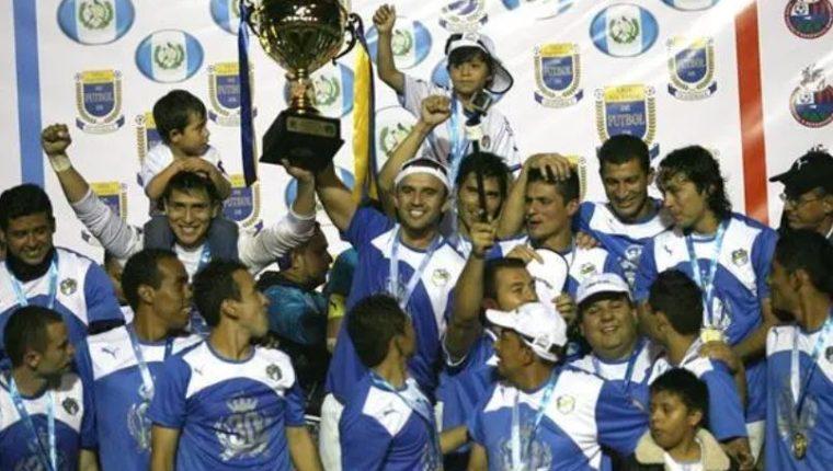Comunicaciones celebró el Hexa en el Clausura 2015. (Foto Prensa Libre: Hemeroteca PL)