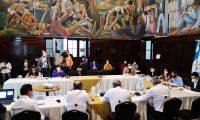 El jefe del departamento de Epidemiología del Ministerio de Salud, Manuel Sagastume, asistió a una reunión con diputados del bloque Semilla. (Foto Prensa Libre: Cortesía)