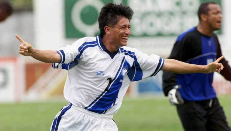 Denis Chen lució los colores de la Selección de Guatemala. (Foto Prensa Libre: Hemeroteca PL)
