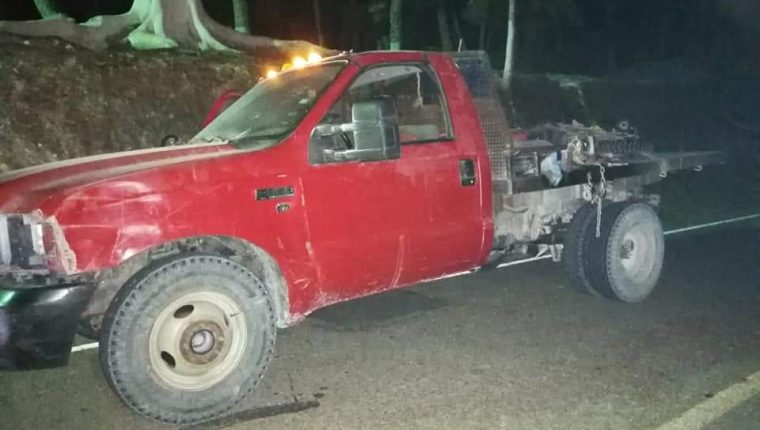 Uno de los vehículos decomisados a los mexicano. (Foto Prensa Libre: Donny Stewart)