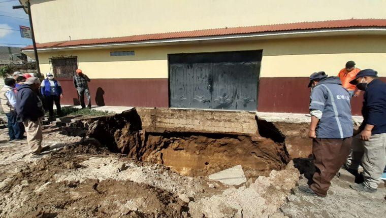La lluvia causó hundimientos en Quetzaltenango. (Foto: Conred)