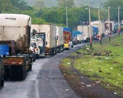 La frontera de Costa Rica con Nicaragua se encuentra bloqueada por transportistas que protestan contra las medidas sanitarias impuestas y que restringen la entrada de conductores extranjeros. (Foto Prensa Libre: Hemeroteca)