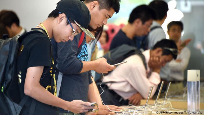 Japón limita el uso de dispositivos y jóvenes llevan el caso a la corte