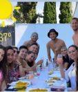 Polémica por fotografía de varios jugadores del Sevilla con otras personas durante una comida, que ha sido publicada en las redes sociales. (Foto Redes)