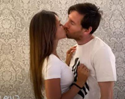 Leo Messi y Antonella Roccuzzo aparecen en el nuevo video de Residente. (Foto Prensa Libre: Captura de YouTube)