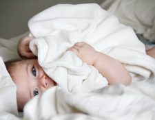 Aumentan los cuidados de los recién nacidos durante la pandemia. (Foto Prensa Libre: Michal Bar Haim /Unsplash)