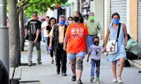 Según el criterio médico, las restricciones de movilidad deben levantarse gradualmente para evitar un mayor  número de personas contagiadas con el covid-19. Foto (Prensa Libre: Hemeroteca PL)