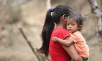 Gisele fue internada en el Hospital Regional de Zacapa con un cuadro de neumonía, ya se recupera.  La pequeña padece desnutrición aguda. (Foto Prensa Libre: Érick Ávila)