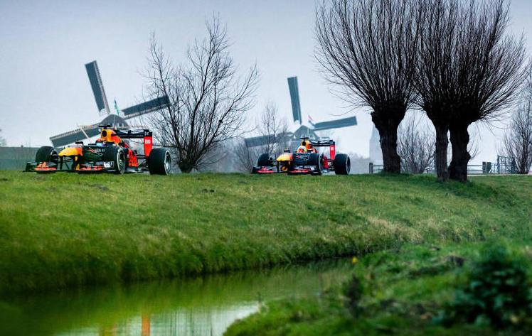 El equipo Aston Martin Red Bull Racing realiza un viaje por las carreteras holandesas