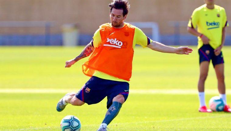 Leo Messi durante la práctica del Barsa este sábado. (Foto Prensa Libre: Twitter FC Barcelona)