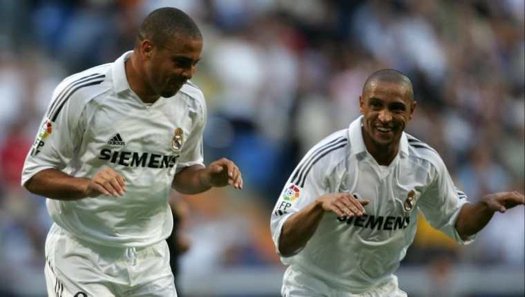 """Roberto Carlos (D) y Ronaldo Nazario (I) son recordados en el Real Madrid por haber integrado aquel cuadro de """"los Galácticos"""". (Foto Prensa Libre: Hemeroteca PL)"""