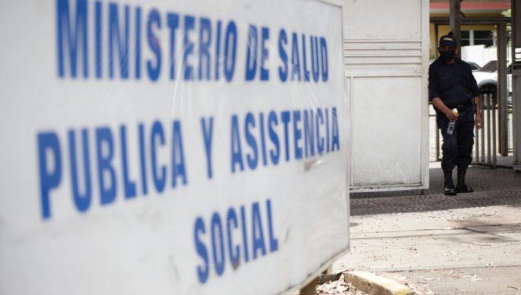Trabajadores del Ministerio de Salud piden más medidas de seguridad. (Foto Prensa Libre: Noe Medina)