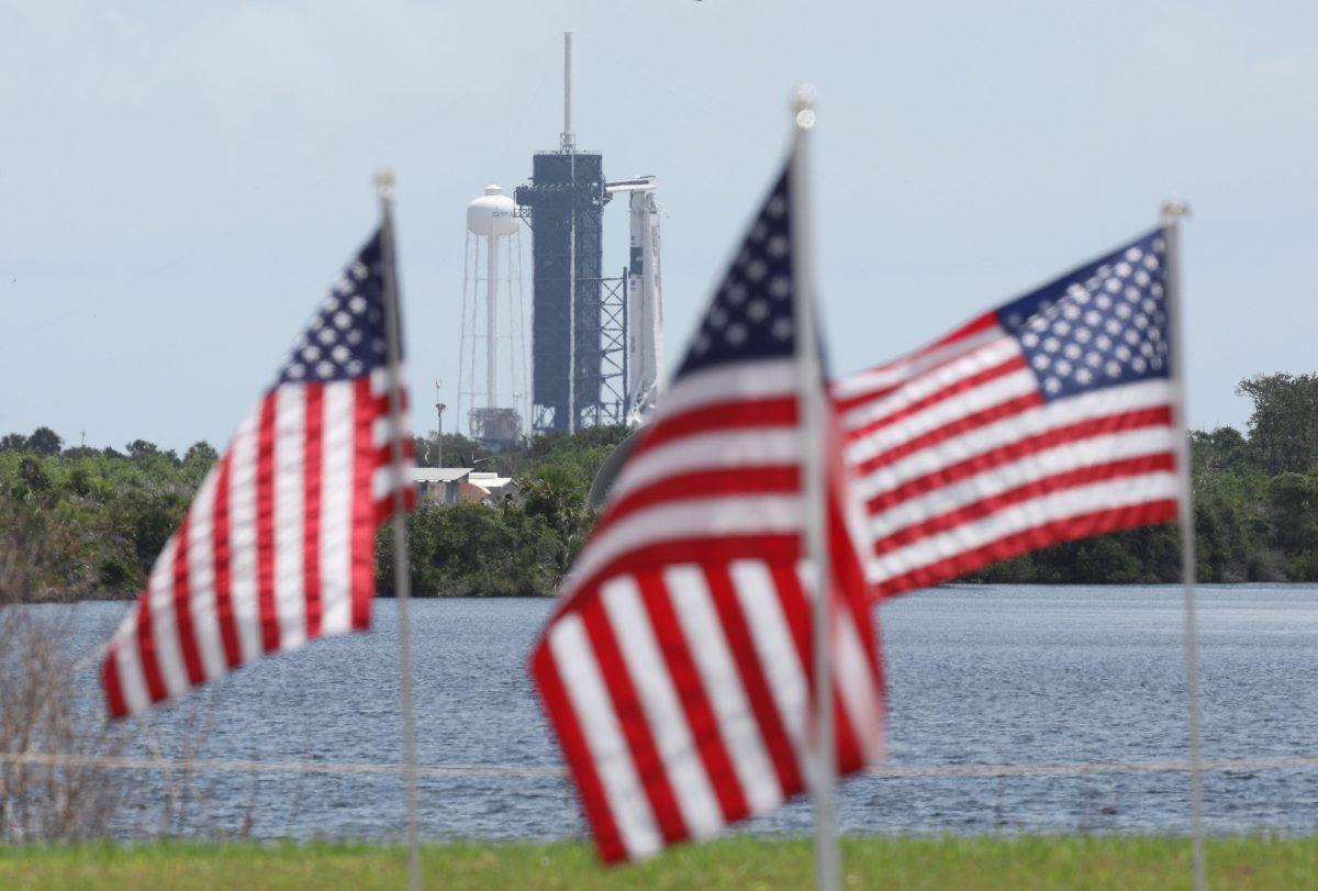 SpaceX avanza este sábado en plan de lanzamiento de su primer cohete tripulado