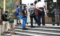 Cientos de personas se acercan al Ministerio de Trabajo par pedir ayuda y o denunciar que han sido despedidos a causa de la crisis que est‡ ocasionando el coronavirus.  foto Carlos Hern‡ndez 14/04/2020