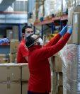 Necesidad de ingresos para su sustento y el de su familia son dos de los aspectos hacen a las personas salir a trabajar aunque ha subido el número casos covid 19. (Foto, Prensa Libre: Hemeroteca PL).