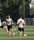 Zinedine Zidane dirige una de las prácticas del equipo merengue. (Foto Prensa Libre: Twitter Real Madrid)