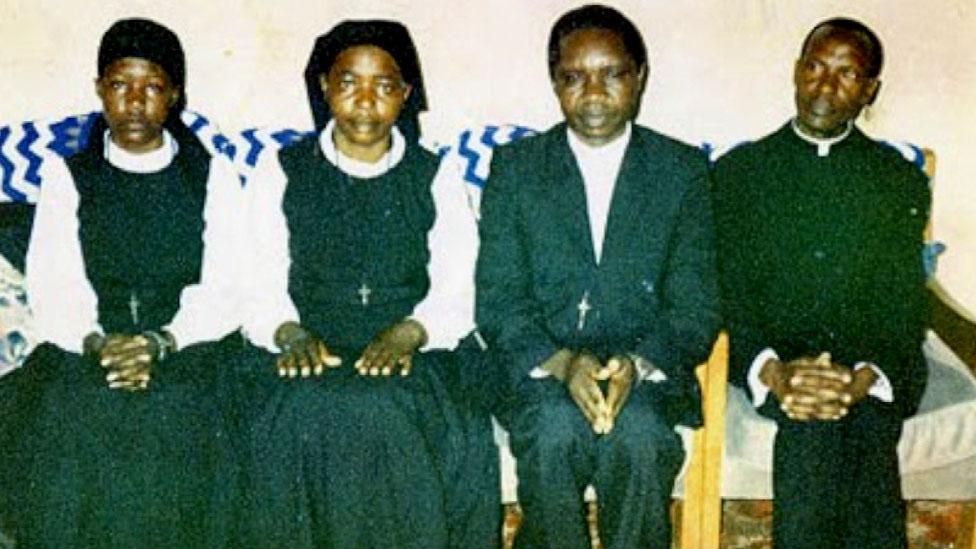 Los líderes de una secta cristiana que quemaron vivos a más de 700 de sus seguidores en una iglesia hace 20 años