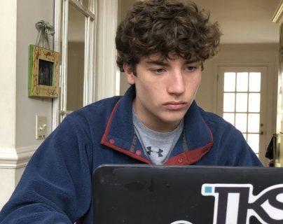 Jack McDonald pasa hasta 20 horas a la semana en sus estudios de tecnología.
