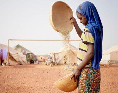 El leblouh, la práctica que consiste en obligar a niñas en zonas de África a comer para que encuentren marido